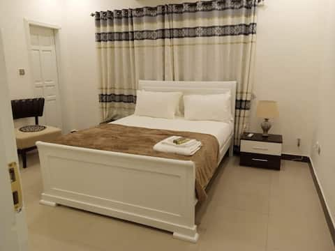 202, Contemporary Opal Private Room in Bahria Town Phase V