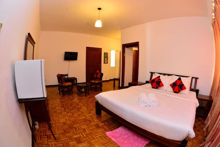Teak Room - Colombo Villa at Cambridge Place