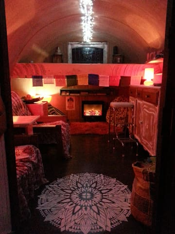 Creative, colourful & cosy cottage/gypsy getaway! - Phillip Island - Bed & Breakfast