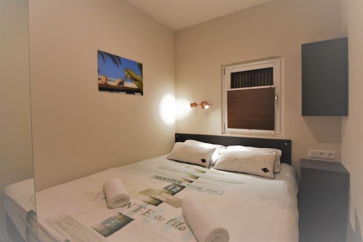 Bedroom 1, comfortable boxspringbed.