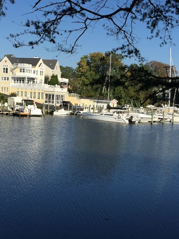 Annapolis Condo - minutes from downtown/Academy