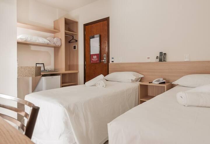 Hotel Dois H - Quarto Standard com 2 Camas de Solteiro