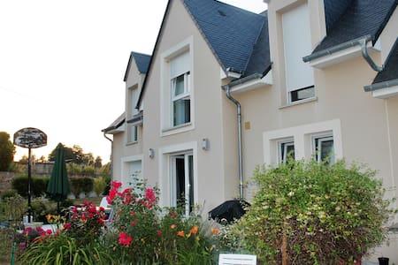 Chambre et mezzanine 1/2 pers - Clinchamps-sur-Orne