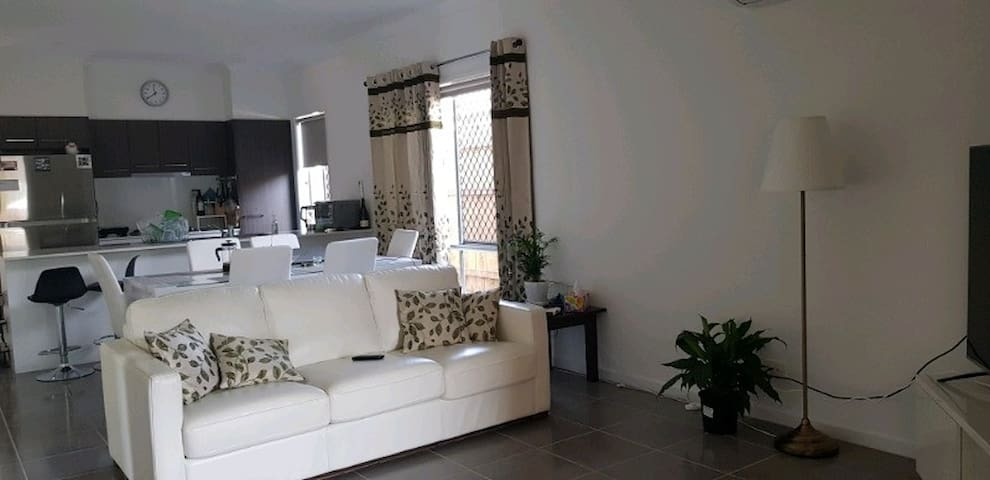 A room in a brand new house, 20 mins from CBD.