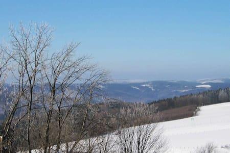 Landhaus-Idylle: Fewo mit schöner Aussicht - Schmallenberg