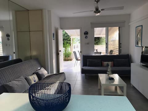 2 BEDROOM FULLY RENOVATED 200M FROM THE BEACH!
