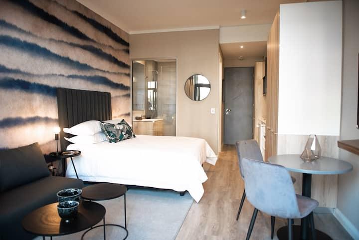 Luxury 1 bedroom Garden Apartment!