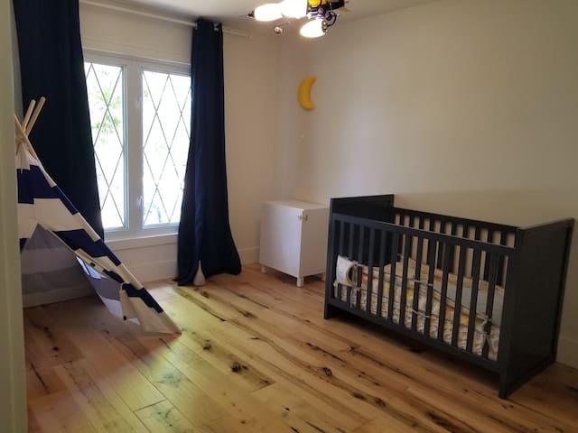 Kids room with crib - additional sofa bed optional