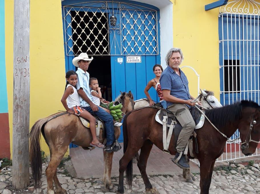 Gira a caballo con Tony
