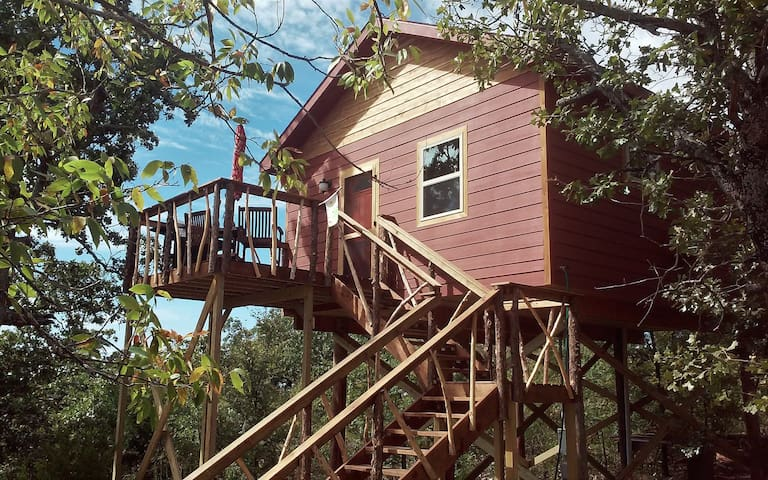 Treehouse for 2- Breathtaking View Included