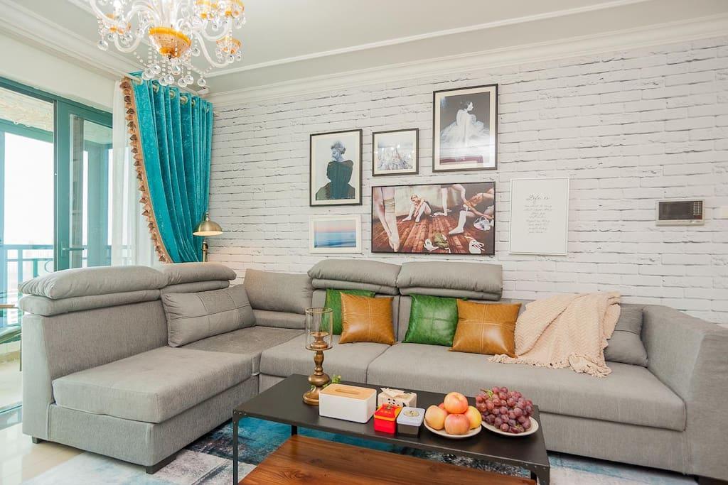 灰色格调的组合沙发