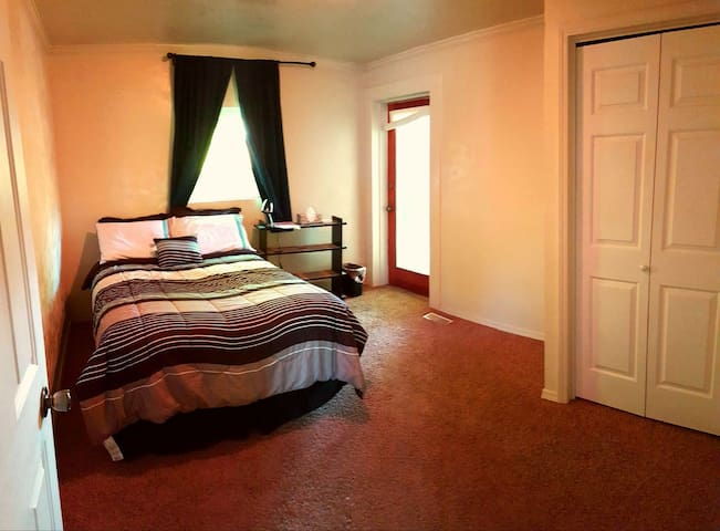 Cozy room close to the Boise Greenbelt