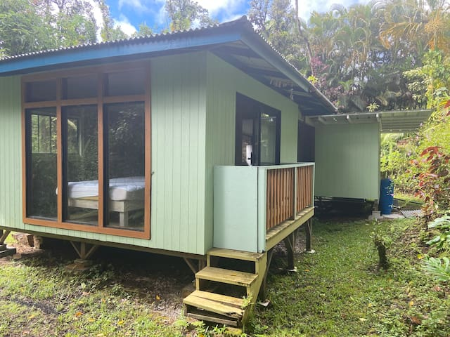 Jungalo Tiny house on an acre of Secluded Eden