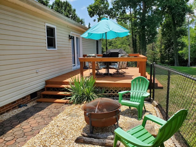 Direct access from driveway to the fire pit and back deck.