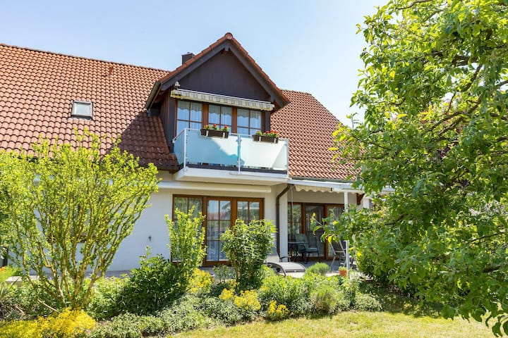 "Comfortable Studio Apartment ""Baur Nr. 2"" near Salem Castle with Wi-Fi & Balcony; Parking Available"