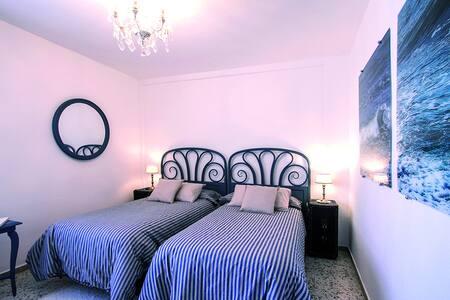 Residencial a 1 min. de la playa y a 15 de Málaga - La Cala del Moral