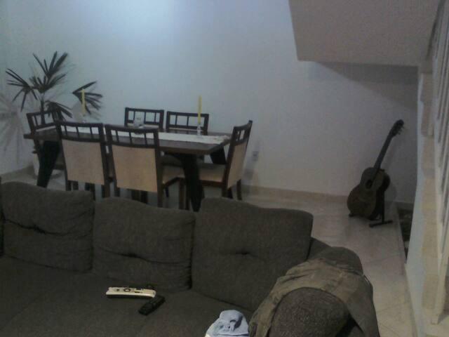 Quarto simples disponível em casa ampla - São Gonçalo - House