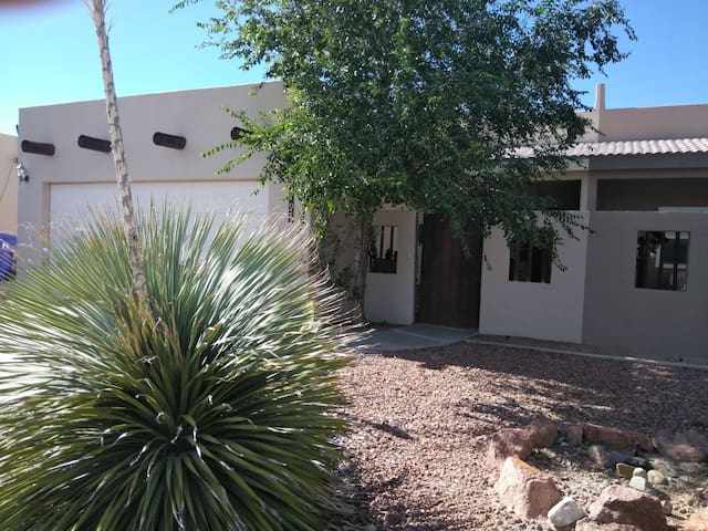 Las Cruces Home on the Bluff