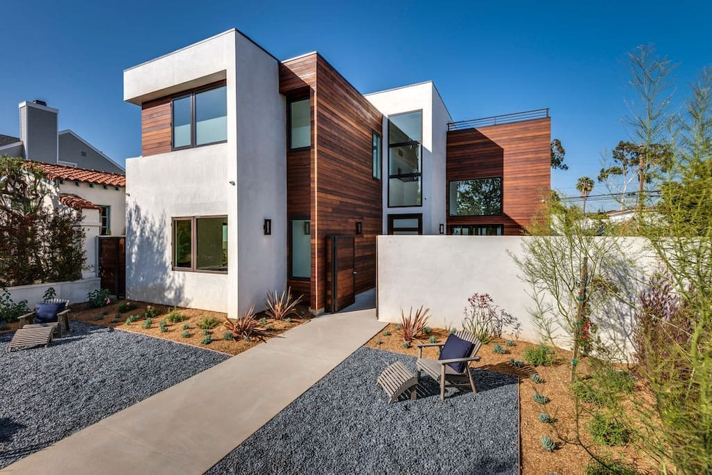 Licensed luxurious guesthouse with free parkings - 8 bedroom homes for sale in los angeles ...