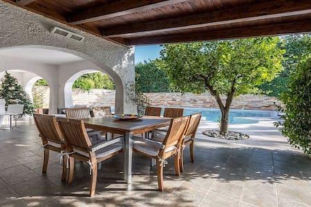 Parco dei Principi villa moderna con piscina - Casamassima