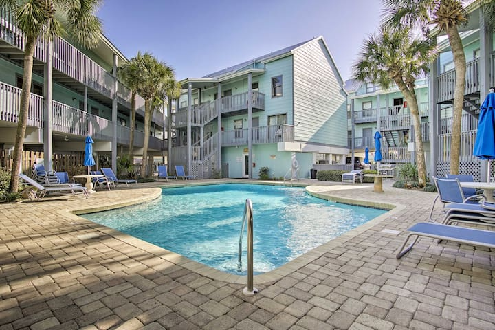 Remodeled Gulf Shores Condo: Walk to Beach & Pool!