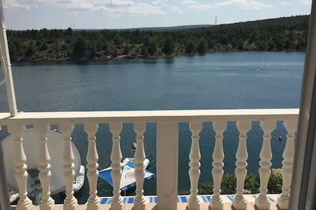 Apartment GAGA directly by the sea - Kruševo - 公寓