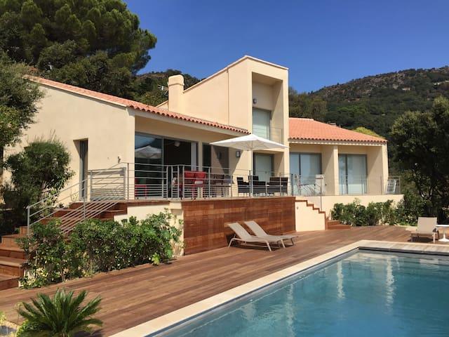 Villa du bas Rayol avec vue mer (10 personnes)