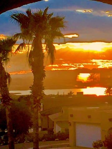 SEPARATE ENTRY MASTER SUITE VIEWS! - Lake Havasu City