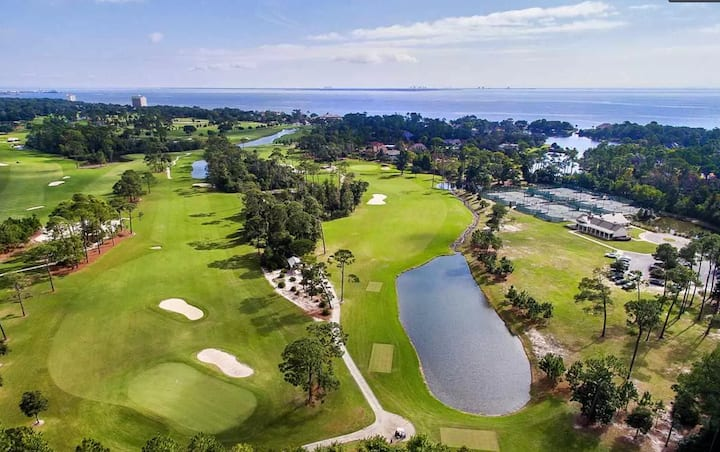 Golf course community. 3/2 close to base & beaches