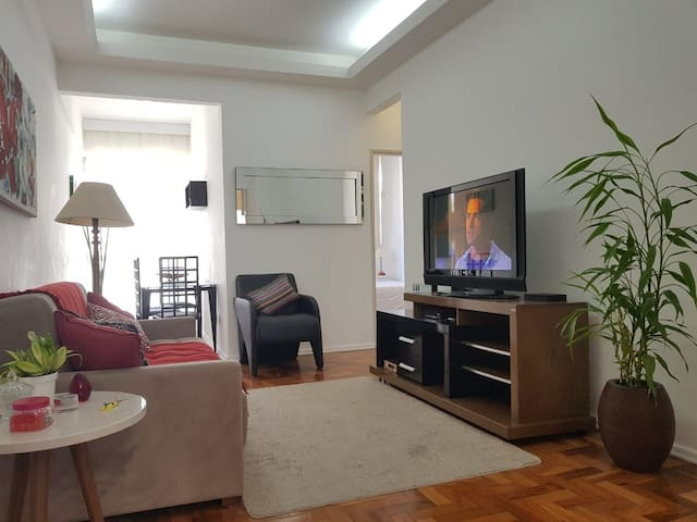 Comfortable and silent 2 bedrooms apartment in the heart of Ipanema!