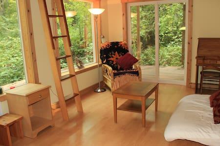 Private Urban Eco-Cabin - Chatka