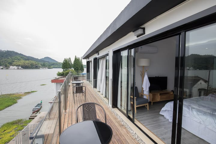 依湖而建/风景优美/窗外即是东钱湖湖景/温馨舒适双床房