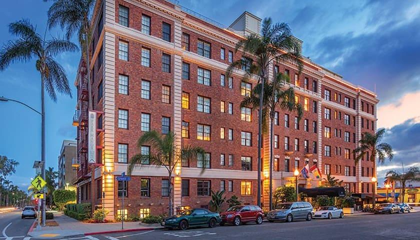Historic 1B suite in San Diego near Balboa Park