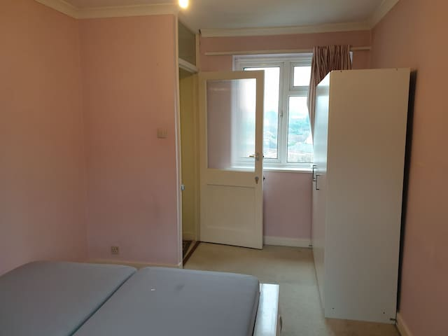 Beautiful Clean Private Double Room In Harrow