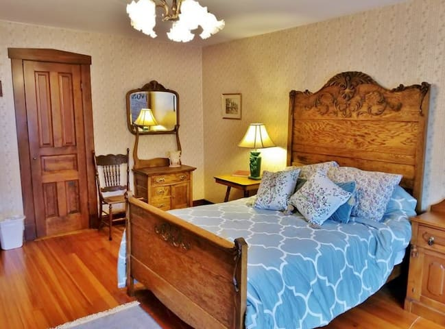 The Mary & William Room in the historic Forst Inn.