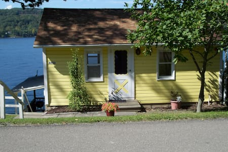 Cute and cozy old-fashioned cottage - Penn Yan - Srub