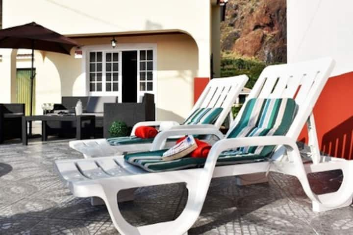 "Villa Serrado da Cruz ""The Sun Shines Every Day's"""