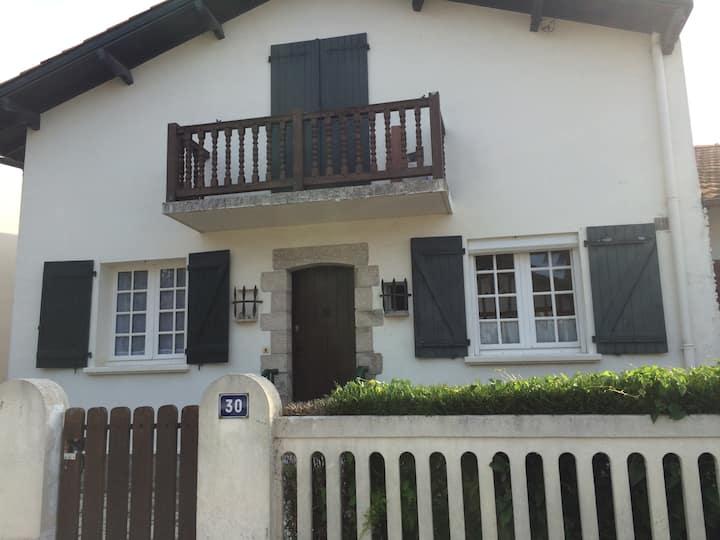 Maison basque quartier calme  pour grande famille