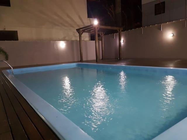 Casa c/piscina, 4 quartos, próxima à praia!