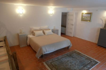 Charming private room with ensuite - Lauzerte - Bed & Breakfast
