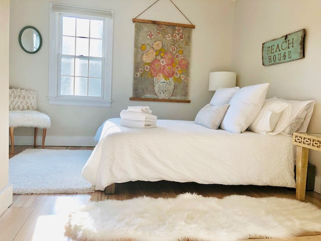 This sunny second bedroom Letting the beautiful afternoon south west  light flow through