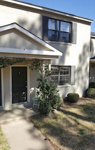 Charming Townhome 2 mi from Masters - Augusta - 公寓