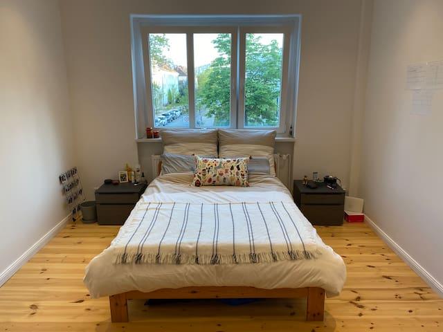 Bedroom with a view to the peaceful neighbourhood of Alt-hohenschönhausen