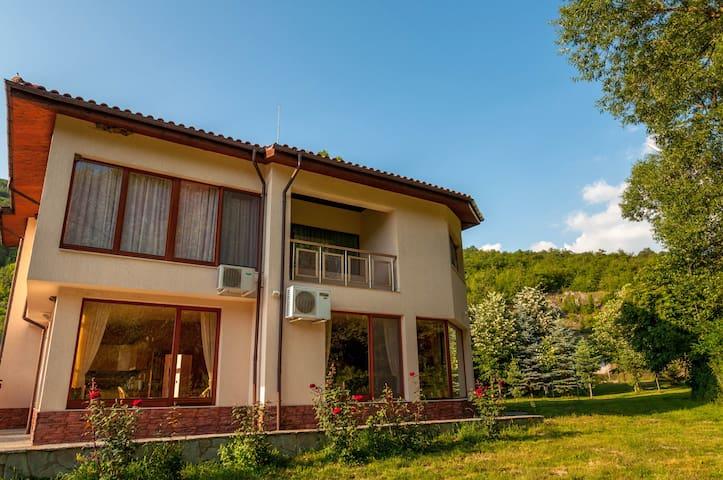 Ranch makotsevo case vacanze in affitto a sofia for Ranch di case fresche