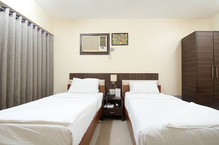 Its An Executive Room with twin bed - Mumbai - Apartment