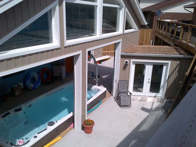 Hydro Pool with 2 Bedroom Apartment - Kitchener - Apartamento