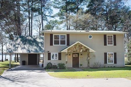 Southern Breeze - Charming home on Lake Palestine