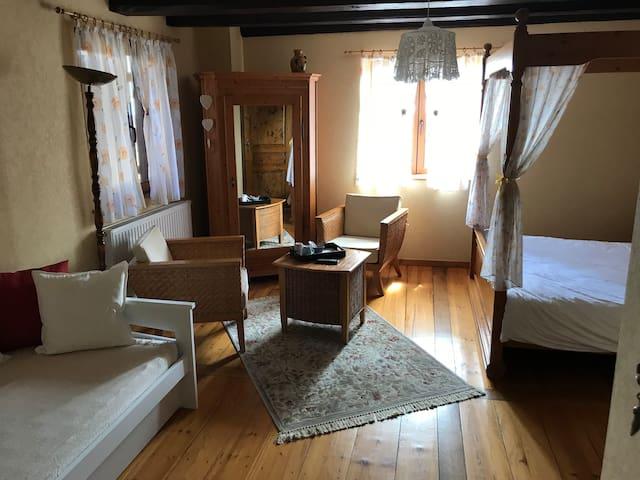 Orchidée chambre N°1.  4 couchages 60€/nuit