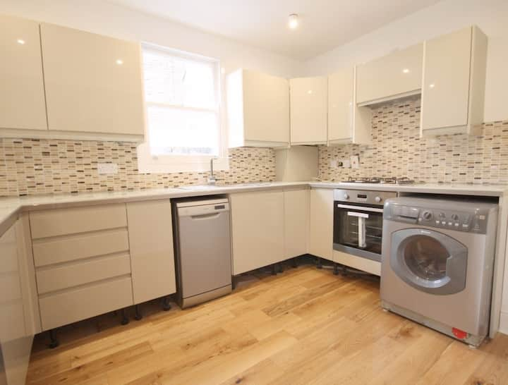 Beautiful Flat in a Greater London with a Garden!!