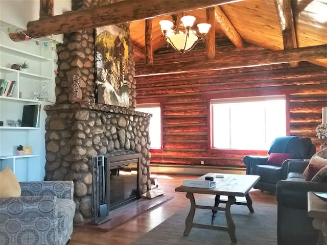 Beautiful updated log cabin downtown BV!